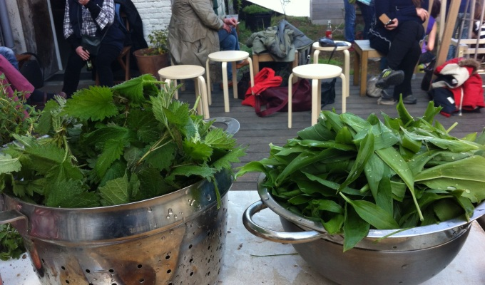 Bessst walk: The joy of foraging food in Brussels and cook it in a rooftop outdoor kitchen!